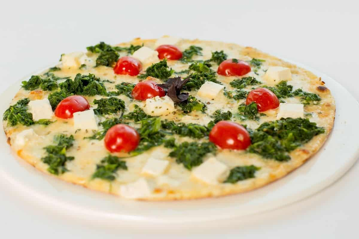tortilla pizza with spinach and tomatoes
