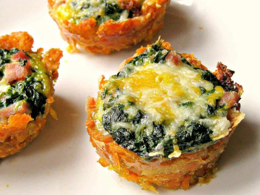 Grab and go sweet potato muffins filled with egg, spinach and ham goodness.