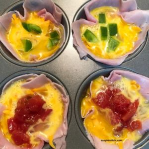 ham and egg cups with toppings