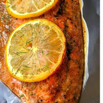 baked salmon with lemon slices