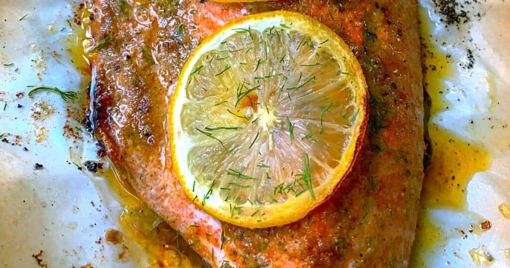baked salmon with lemon slice