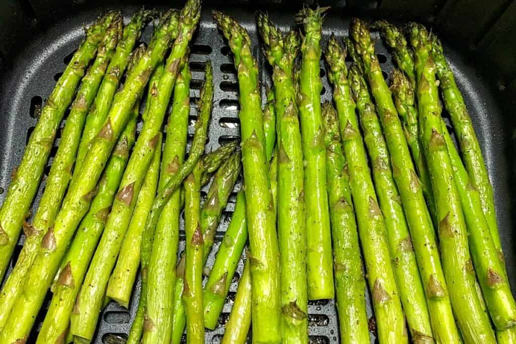 cooked asparagus in air fryer